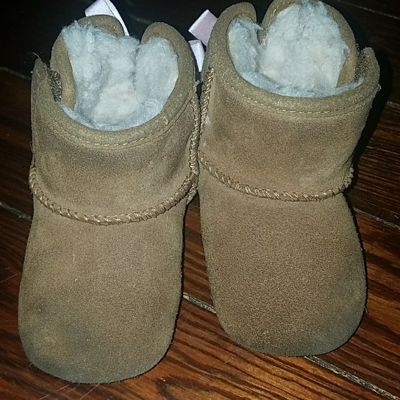 a3219168e65 Baby uggs 2/3 (6-12 months)